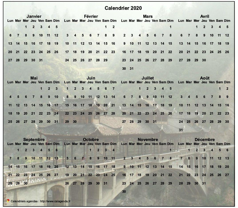 Calendrier 2020 annuel à imprimer, format paysage, quatre colonnes par trois lignes, par dessus une photo